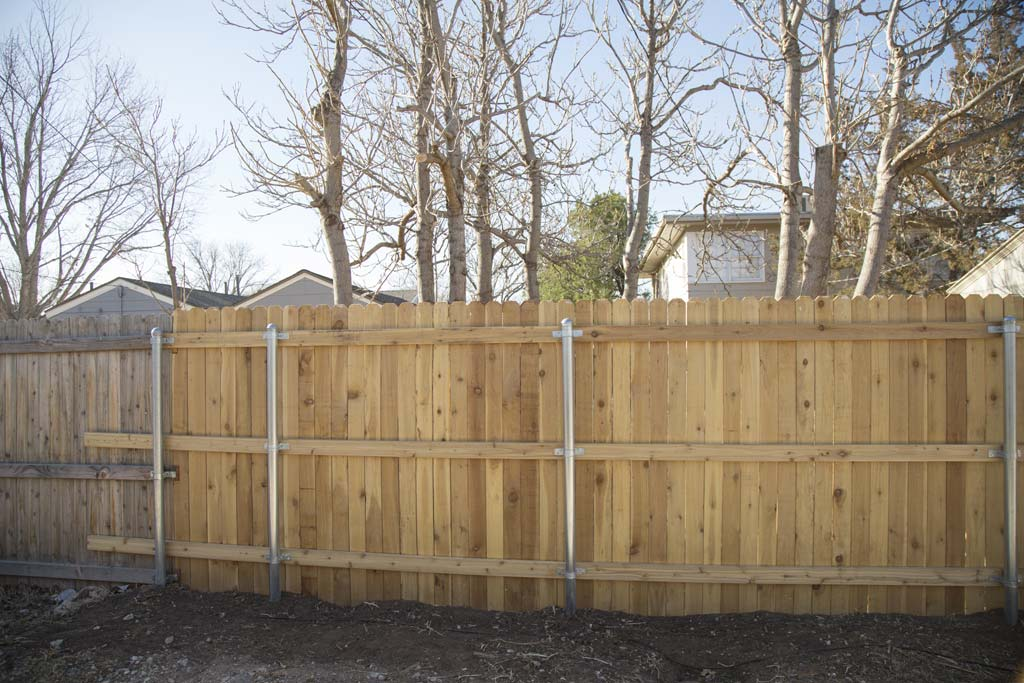 Dogear fence with metal posts